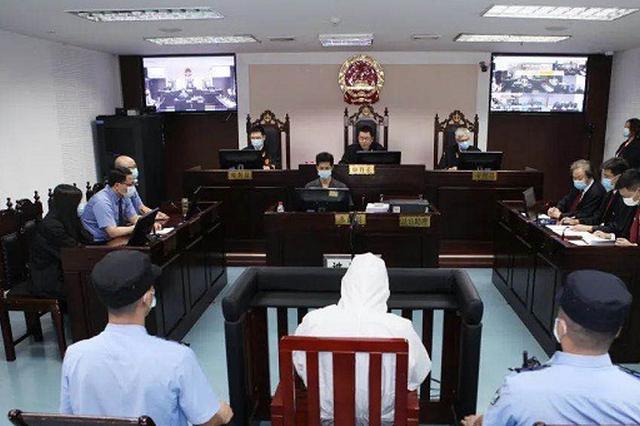 """潜逃境外18年 重庆汽车站""""黑老大""""王平被捕归案"""