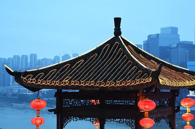 """年轻游客在山城重庆掀起""""怀旧风"""""""