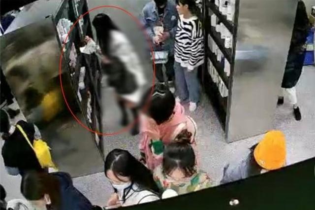 重庆一女子偷2000多元化妆品 被抓时辩称只是太爱美