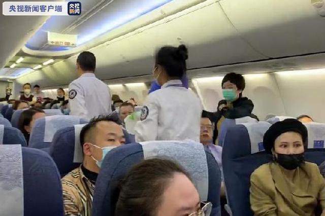 上海飞重庆CA4542航班一乘客突发重病 紧急备降武汉