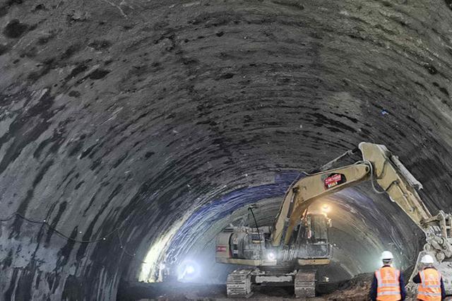重庆首座下穿机场铁路隧道顺利贯通 全线有望2021年通车