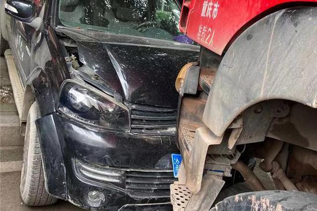 """""""无人驾驶""""货车横冲直撞 只因司机下车未拉紧手刹"""