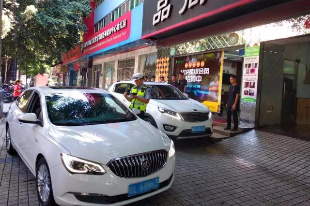 重庆将重点治理人行道违法停车、违法占道经营等行为
