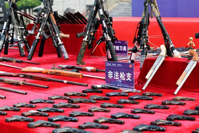 除枪爆、保民安 重庆警方集中销毁非法枪支1612支
