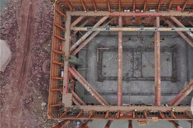 提前10小时 李家沱长江复线桥首个主塔承台浇筑完成
