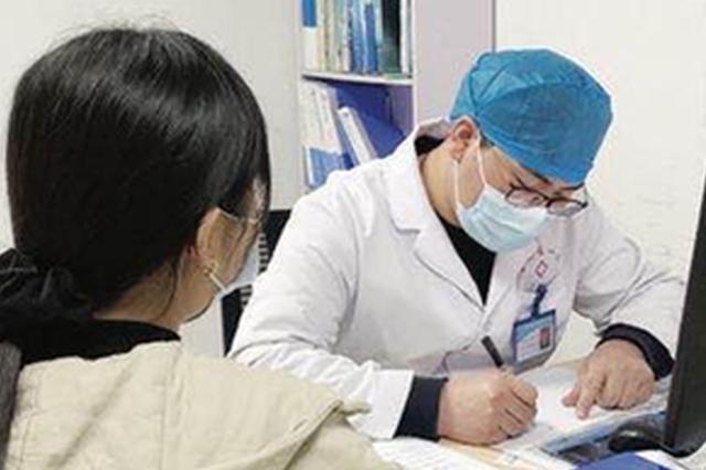 急诊科的坚守:外地医生留岗过年 除夕一天接诊42名病人