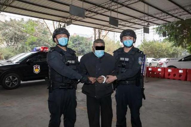 重庆男子杀妻潜逃15年后落网 捡垃圾为生只敢住山洞