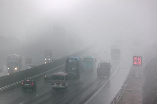 重庆多地有间断小雨 这些路段受雨雾影响大