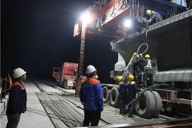 重庆铁路枢纽东环线最新进展:华托湾御临河双线特大桥架梁完