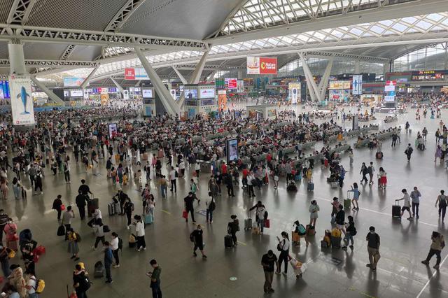 清明小長假重慶火車站預計發送旅客58萬人 將加開多趟列車