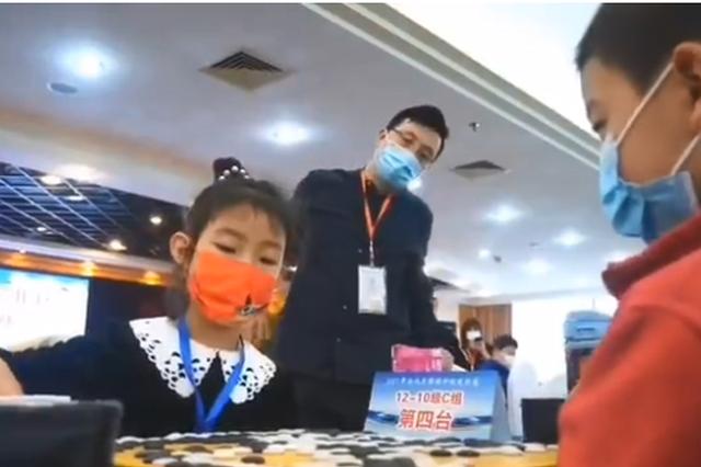 女儿围棋定级赛首秀2胜1负 古力场边观战:有被吓到