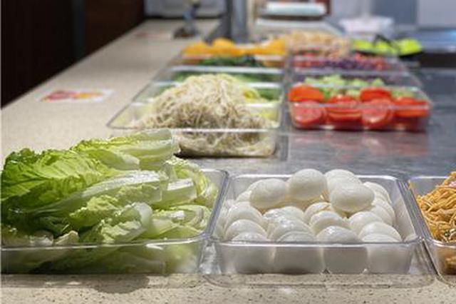 """重庆一高校食堂开设""""减脂窗口"""" 30余种菜品随便挑"""