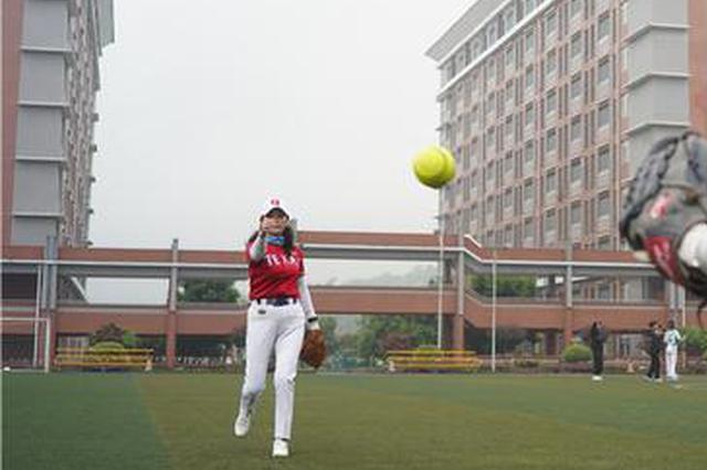 重庆首批女子垒球队回来啦!小姐姐们平均年龄55岁