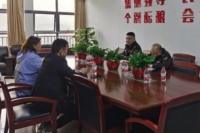 重庆一客车售票员拒绝接受检查 抢走执法车钥匙跑了