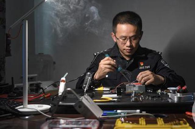 """为减少抓捕时间 这位重庆民警发明""""神器""""助力破案"""