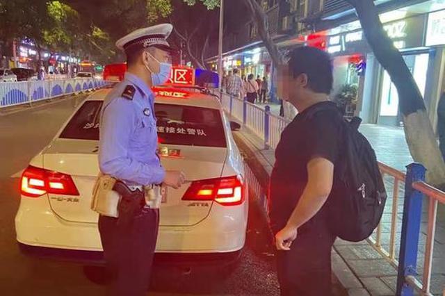 宁波小伙站在重庆街头报警:女朋友借走20万失踪了