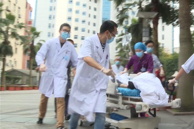 男子高处坠落钢筋穿透身体 一场8小时生死营救开始了
