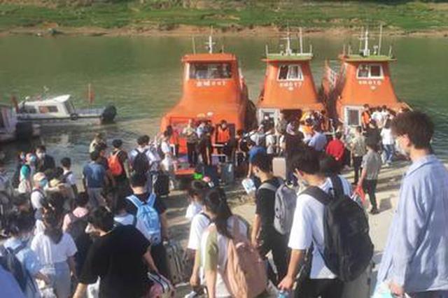 重庆考生坐船赶考上热搜 全网为乘风破浪的他们加油