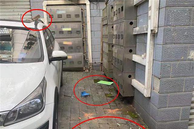 重庆4幼童8楼楼顶抛下砖块 砸坏轿车幸无人员受伤