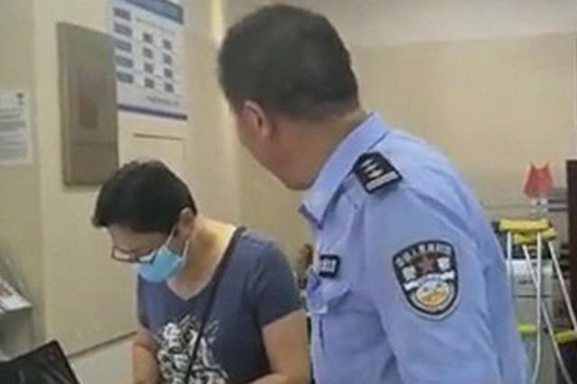 女子背着丈夫给骗子转账 民警银行拦下保住5万