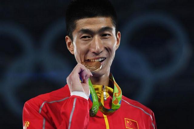 西南大学学生赵帅担任中国奥运代表团旗手 在校攻读博士学位