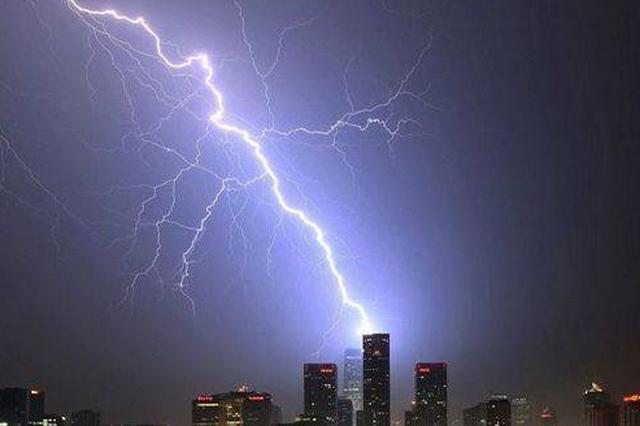 重庆进入雷电高发期 专家:有雷击风险时要避免快速移动