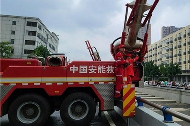 星夜兼程 重庆救援力量抵达郑州展开救援
