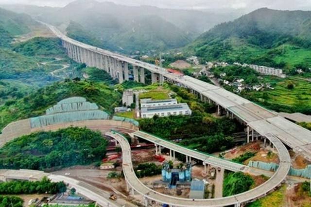 渝黔高速公路扩能项目万盛段全线贯通