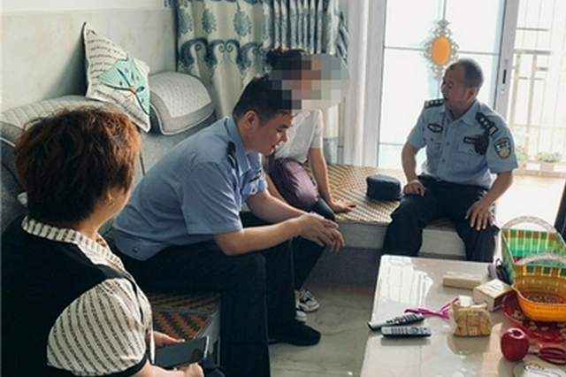 """""""你们莫要来管我!""""重庆一女子见到反诈民警就跑"""