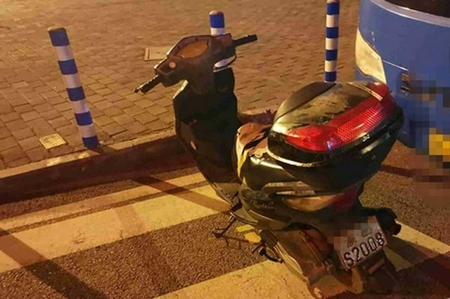 买辆二手摩托没有牌照 他盯上了别人丢弃的报废车牌