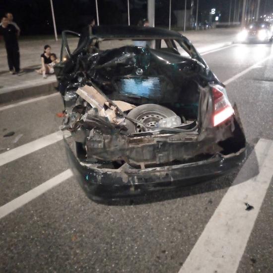 悦来大队依法处理一起疲劳驾驶引起的交通事故。渝北区交巡警支队供图