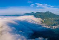 金佛山云瀑一泻千里