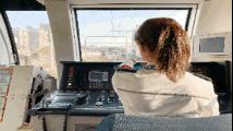 电动列车司机