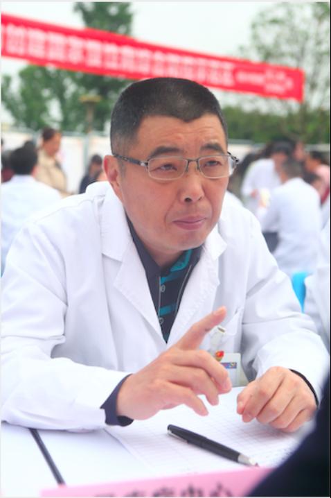 (泌尿疾病中心主任、教授李为兵)