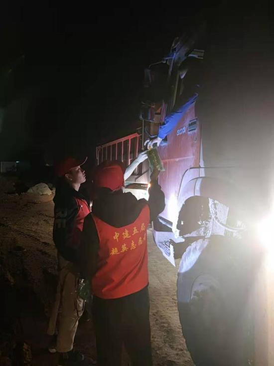 超英志愿者在行动 中建五局重庆市嘉陵江磁井段防洪护岸综合整治工程3标段