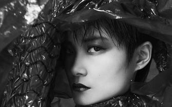 李宇春暗黑哥特风登《嘉人》11月封面 演绎柔软却坚定的力量感