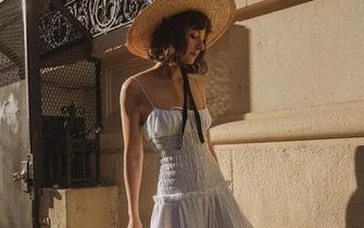 夏日需要一条小白裙
