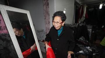 """重庆88岁""""诚信奶奶""""还债百万"""