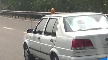小伙给自己车安警报器喊话器