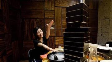 重庆妹子一人吃火锅点16份菜全吃完