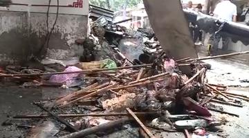 农贸市场突发大火 多家商铺货物被烧