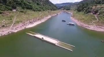 这座百年老桥隐没水下 1年只露1次面