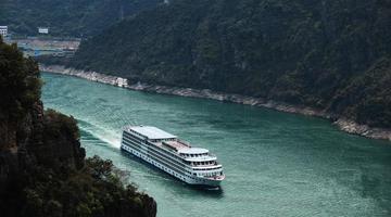 长江巫峡青山连绵 绵延40公里壮美如画
