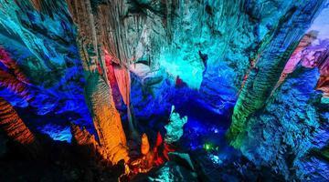 世界自然遗产芙蓉洞 地下风景幻彩夺目