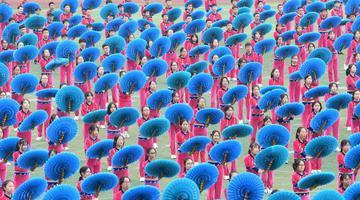 重庆:学生广场操舞表演场面壮观