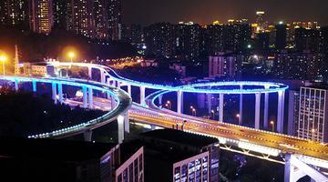 """重庆螺旋立交桥犹如夜间""""环形彩虹"""""""