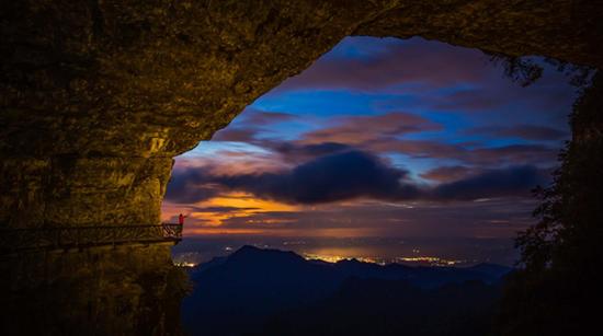 金佛山绝壁栈道 摄影:唐亚骏