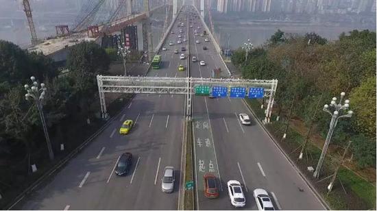 重庆市民驾车出行 来源:重庆交巡警