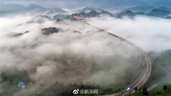 """美Cry!雨后重庆""""网红桥""""再现梦幻景观"""