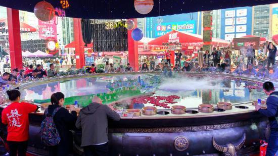 2018重庆火锅节开幕 快来感受一下75度辣